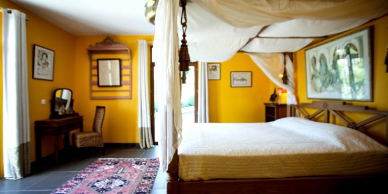 PL931-villa-Sarlat-chambre-en-suite1