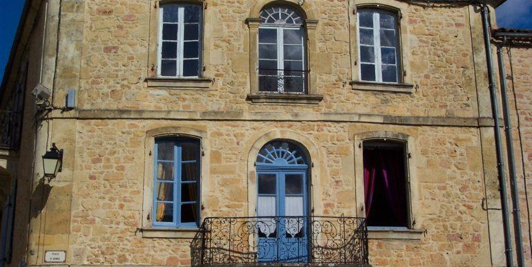 B828-maison-ancienne-village