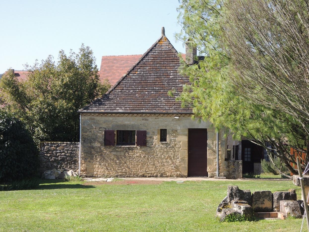 Vallée de la Dordogne, maison ancienne avec vue sur le château de Castelnaud