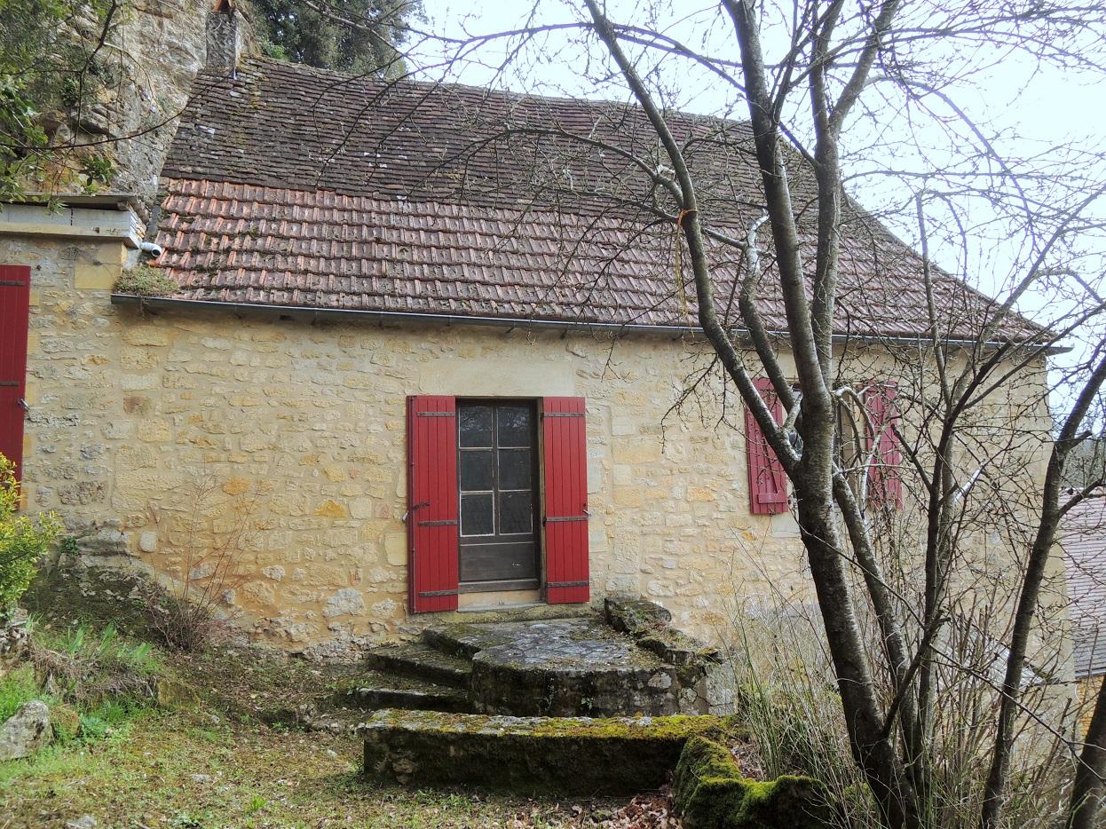 Ensemble immobilier en pierres, maison et grange à restaurer