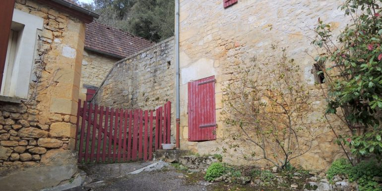 B965-maisonenpierrevillagetypique