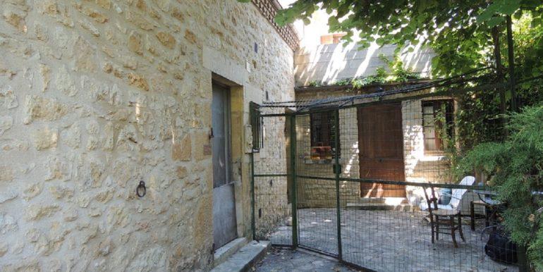 B967-maisonasarlat-cour