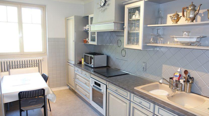 B995_maisonenpierre_cuisine
