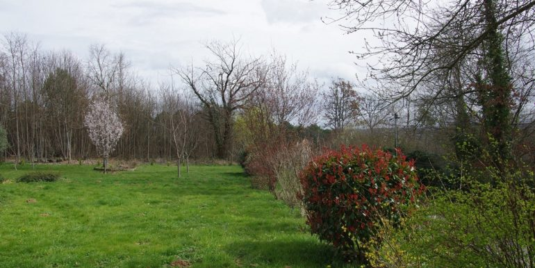 B999 maison de plain-pied, terrain clos, proche Sarlat