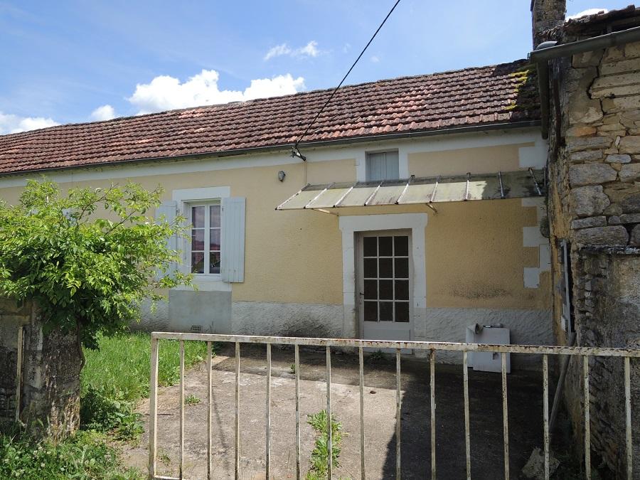 Maison en pierre + dépendances à restaurer, terrain