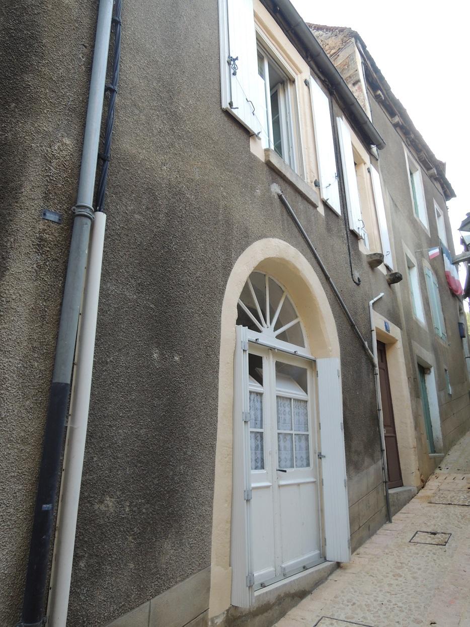 Maison en pierres à restaurer, centre ville Sarlat