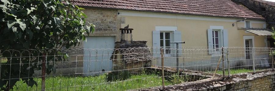 Ensemble immobilier en pierres, terrain 3500m² env.