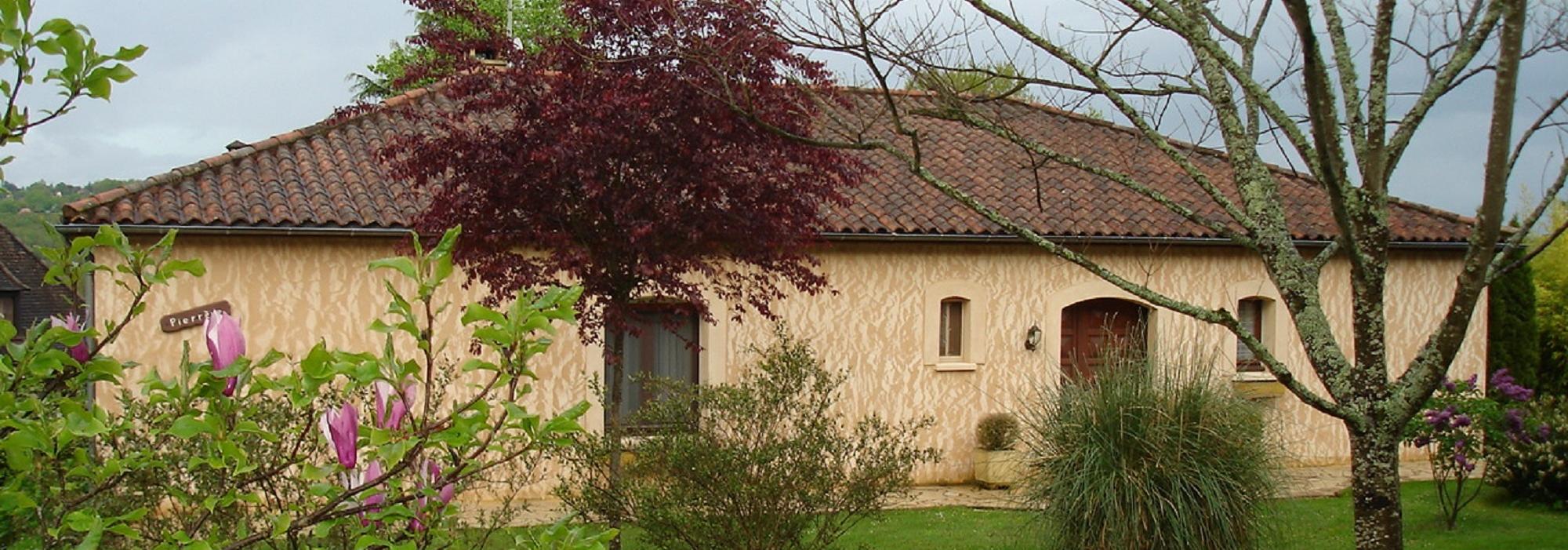 Maison de plain-pied, terrain et piscine à Sarlat