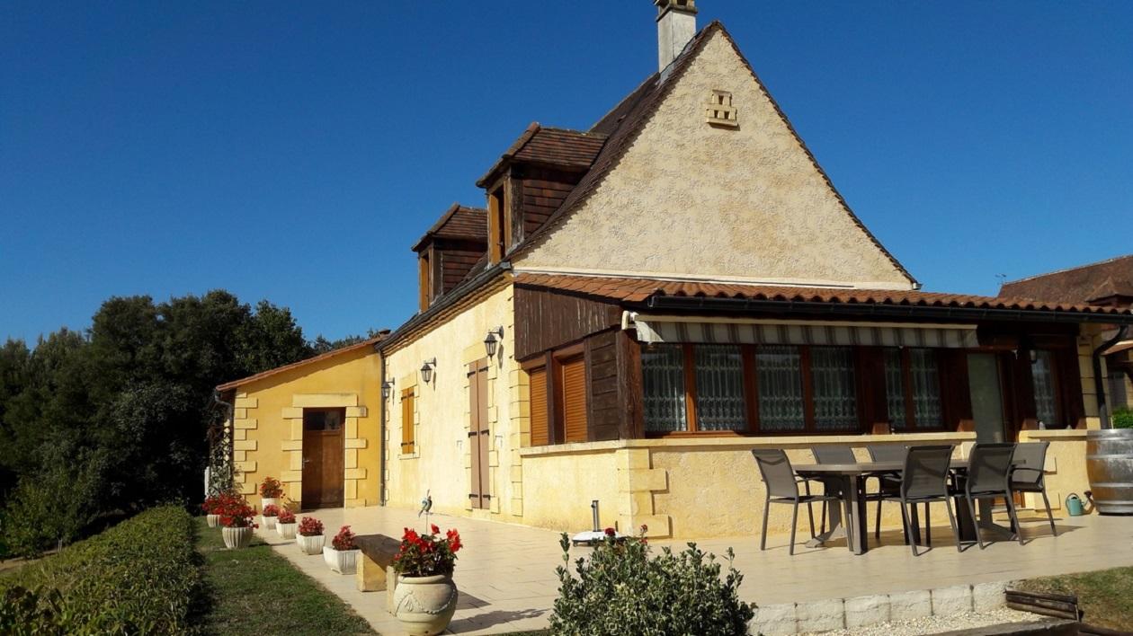 Périgourdine, avec façade en pierre, terrain et piscine