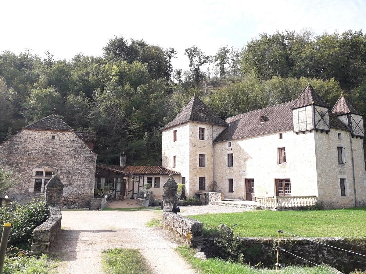 Moulin du 15ème siècle, piscine et terrain