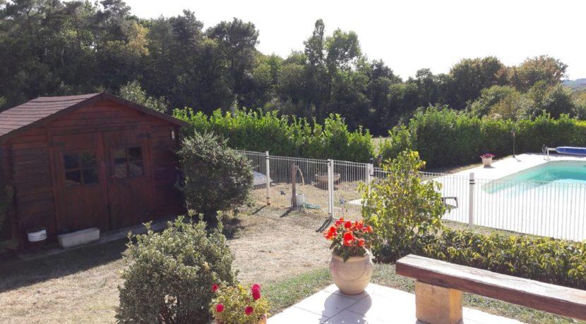 Abri de jardin et piscine (1)