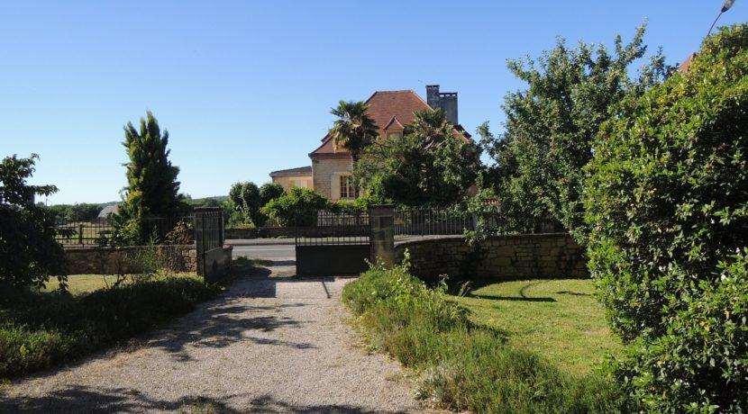 B1004-jardinclosvillagecommerces