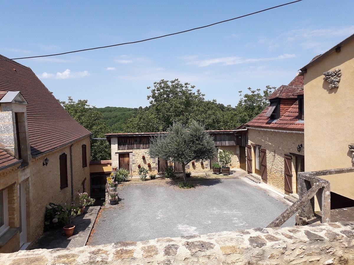 Ancien corps de ferme en «U» restauré, 14 hectares